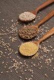 Cereales en las cucharas de madera Fotografía de archivo libre de regalías