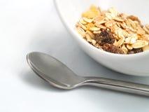 Cereales en un tazón de fuente blanco Foto de archivo