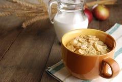 Cereales y leche imagenes de archivo