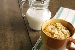Cereales y leche foto de archivo