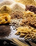 Cereales y legumbres de las pastas imagen de archivo
