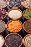 Cereali e fagioli in ciotola Fotografia Stock