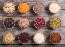 Cereali e fagioli in ciotola Immagine Stock Libera da Diritti