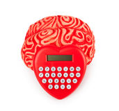 Cerebro de goma humano con la calculadora en forma de corazón Fotografía de archivo libre de regalías