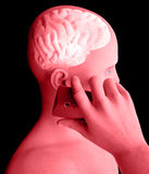 Cerebro, hombre con el teléfono celular, Brain Problems, causa del tumor, enfermedades degenerativas, ` s, cara de Parkinson del  Fotos de archivo libres de regalías