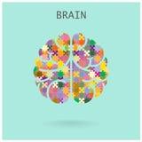 Cerebro izquierdo y derecho del rompecabezas creativo en el fondo, CCB abstracto Fotografía de archivo