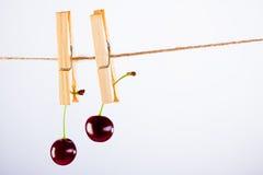 Cereja e corda no branco com braçadeira Fotos de Stock Royalty Free
