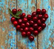 Cereja, forma do coração, Valentim imagens de stock