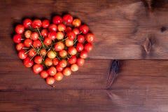 Cerejas dadas forma coração Fotos de Stock