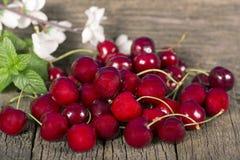 Cerejas de Ripefruit Imagem de Stock Royalty Free
