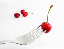 Cerejas doces maduras na forquilha Imagem de Stock Royalty Free
