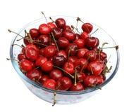 Cerejas doces na placa de vidro Imagem de Stock