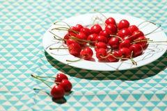 Cerejas maduras e deliciosas Imagens de Stock