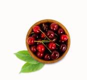 Cerejas maduras e saborosos isoladas no fundo branco Fotografia de Stock