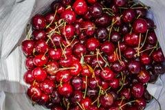 Cerejas vermelhas fruto, vista superior imagem de stock royalty free