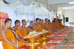 Ceremoni för ämbetsdräkt för Kathine ceremoni också erbjudande Royaltyfri Fotografi