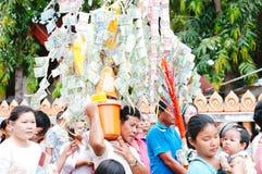 Ceremoni för ämbetsdräkt för Kathine ceremoni också erbjudande Royaltyfri Foto