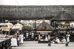 Ceremoni 09 för tempel för Indonesien Bali Pura besakihmoder stor 10 2015 Arkivfoto