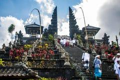 Ceremoni 09 för tempel för Indonesien Bali Pura besakihmoder stor 10 2015 Arkivbilder