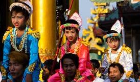 Ceremoni på den Shwedagon pagoden i Burman ( Myanmar) Arkivfoton
