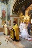 Ceremonia cristiana de la iglesia ortodoxa de la boda Imagen de archivo libre de regalías