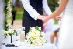 Ceremonia de boda en la playa imagenes de archivo