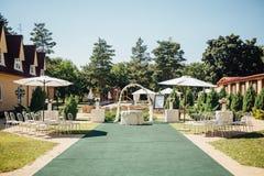 Ceremonia de boda hermosa en el parque Imágenes de archivo libres de regalías