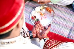 Ceremonia de boda hindú asombrosa imagen de archivo libre de regalías