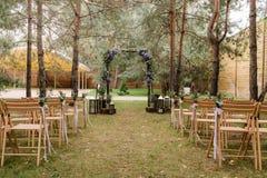 Ceremonia de boda de Rustik Arco cuadrado de verdes Fotos de archivo