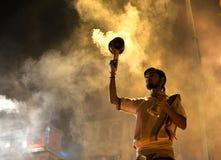 Ceremonia de Ganga Aarti en Varanasi Imagen de archivo