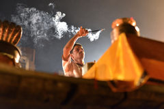 Ceremonia de Ganga Aarti en Varanasi Imagen de archivo libre de regalías