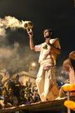 Ceremonia de Ganga Aarti en Varanasi Foto de archivo libre de regalías