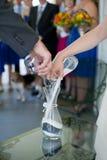 Ceremonia de la arena el día de boda Imágenes de archivo libres de regalías