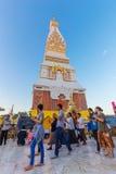 Ceremonia de la gente para adorar el hermoso en Wat Phra Thatphanom Imágenes de archivo libres de regalías