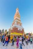 Ceremonia de la gente para adorar el hermoso en Wat Phra Thatphanom Fotografía de archivo libre de regalías