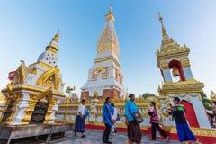 Ceremonia de la gente para adorar el hermoso en Wat Phra Thatphanom Imagen de archivo libre de regalías