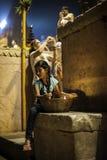 Ceremonia de Puja del río de Ganges, Varanasi la India Imagen de archivo libre de regalías