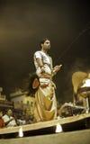 Ceremonia de Puja del río de Ganges, Varanasi la India Fotografía de archivo