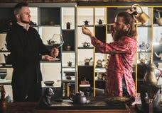 Ceremonia de té y su protegido imágenes de archivo libres de regalías