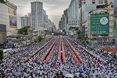 Ceremonia del Alms-giving en Bangkok imágenes de archivo libres de regalías
