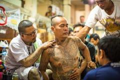 Ceremonia del día del amo de Wai Kroo de los participantes (Luang Por Phern) en el monasterio de Pra de la explosión Fotos de archivo libres de regalías