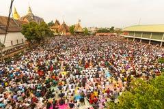 Ceremonia del día del amo de Wai Kroo de los participantes (Luang Por Phern) en el monasterio de Wat Bang Phra Fotografía de archivo libre de regalías