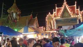Ceremonia en un templo en Samut Prakan, Tailandia en 2015 almacen de metraje de vídeo