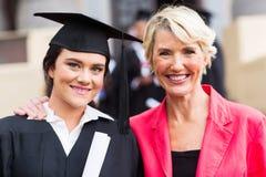 Ceremonia graduada de la madre Fotos de archivo libres de regalías