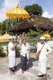 Ceremonia hindú, adentro - Nusa Penida, Indonesia Fotografía de archivo libre de regalías