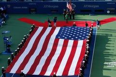 Ceremonia otwarcia przed us open 2013 mężczyzna definitywnym dopasowaniem przy Billie Cajgowego królewiątka tenisa Krajowym centr Obraz Stock