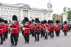 Ceremonial changing of the London guards in front of the  Buckingham Palace, United Kingdom Royalty Free Stock Photos
