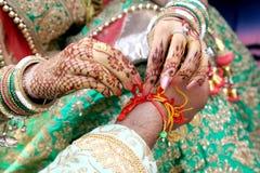 Ceremoniel i indiskt bröllop royaltyfri fotografi