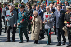 Ceremony of laying flowers to the Tomb of the Unknown Soldier. MOSCOW, RUSSIA - MAY 8, 2014: Military servicemen, officials and war veterans at the ceremony of Stock Images