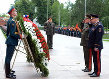 The ceremony of laying flowers and wreaths at the Tomb of the Unknown Soldier during Memorial Day and sorrow. MOSCOW, RUSSIA - JUNE 22, 2014:The ceremony of Stock Photography